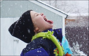 kids-snow-play-550